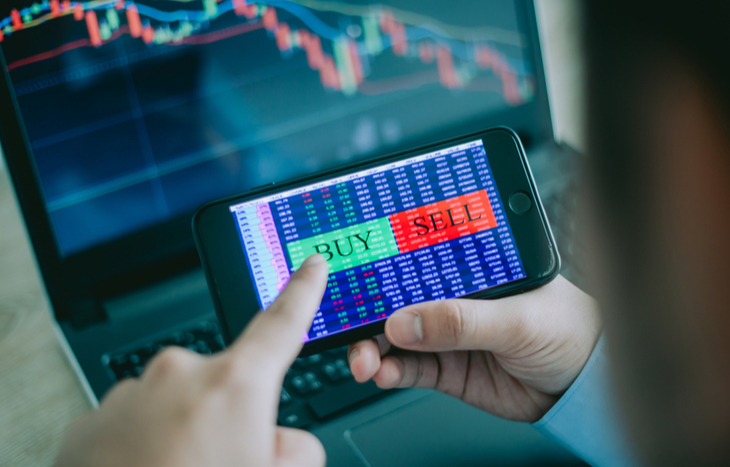 Looks for the best stocks to buy on a mobile trading app