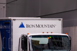 Iron Mountain Dividend Safety: Will This 9.25% Yield Fall Off a Cliff?