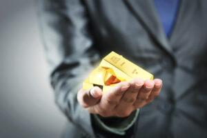 Should You Bet on Gold Alongside Warren Buffett?