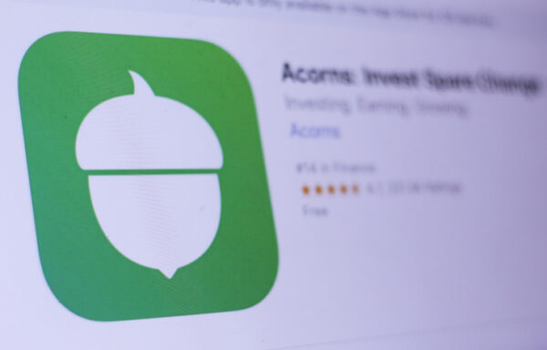 Acorns Review: How To Make Your Spare Change Add Up