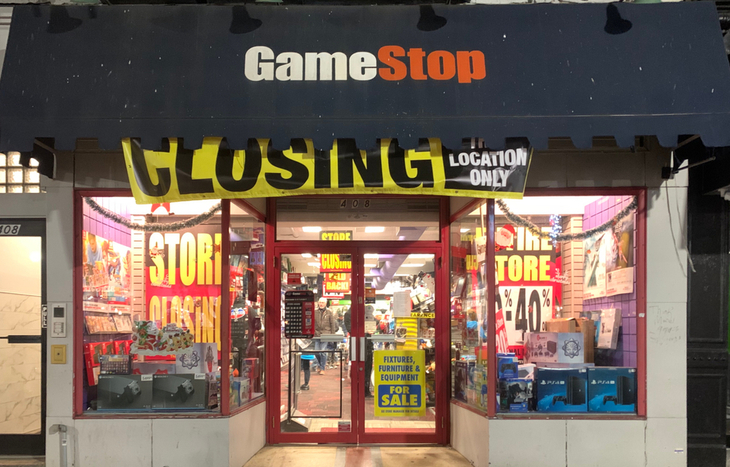 GameStop store front closing for business.