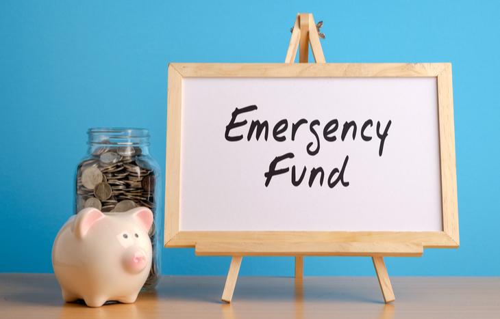 emergency fund savings and piggy bank